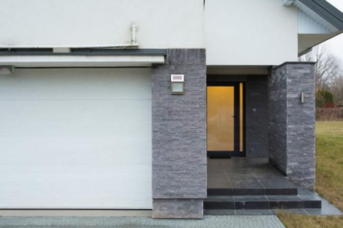 Puerta garaje seccional residencial JORDAN Atenas