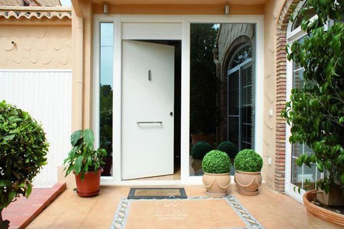 Puerta residencial de seguridad Compact
