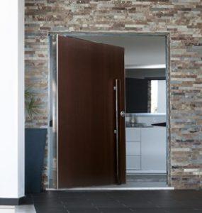 la puerta est adaptada para huecos de grandes dimensiones combinando as con la elegante fachada de su casa tiene un sistema de pivot vertical ajustable - Puerta Pivotante